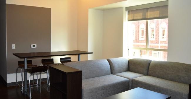 UV 6 2 bedrooms 4 People 2 Bath living room 01x1