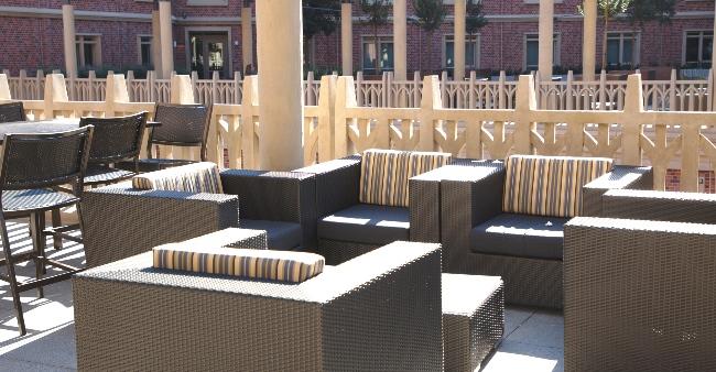 UVE courtyard 50 x1